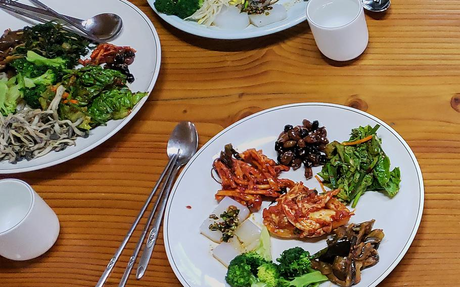 If you make plans to visit Mangisa Temple on a weekend, it might be best to come hungry, as the temple groundskeepers prepare an elaborate meal consisting of a variety of traditional Korean dishes.