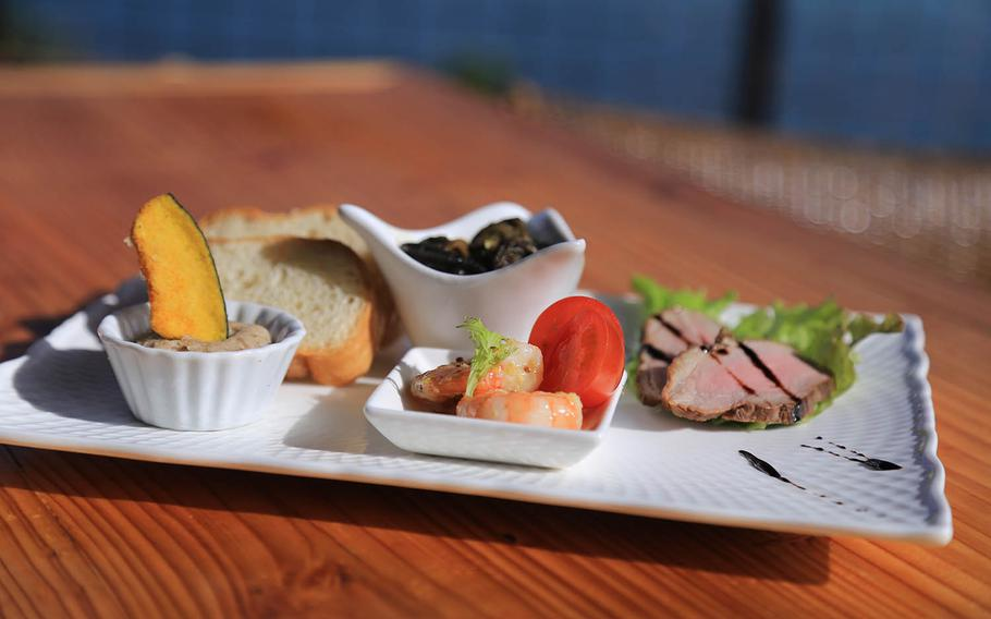 The Santorini Lunch set at Cafe & Dining Santorini on Okinawa comes with an hors d'oeuvre sampler of marinated shrimp in dill and citrus, butter sauteed escargot, smoked duck and homemade Okinawa pork pate.