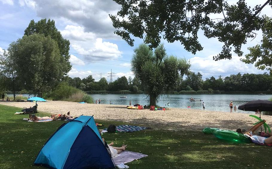 The area surrounding the Heidesee lake, located about halfway between Kaiserslautern and Stuttgart in the town of Forst, provides a a mix of green lawns and sand for laying out.