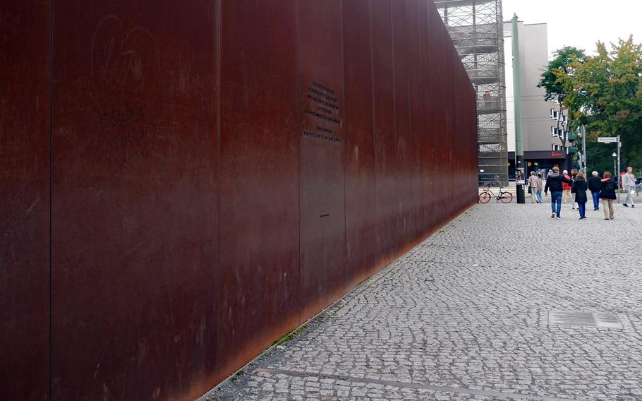 """One of the two steel walls that make up the monument of the Berlin Wall Memorial. The inscription reads: """"In memory of the division of the city from August 13, 1961, to November 9, 1989, and in commemoration of the victims of Communist tyranny."""""""