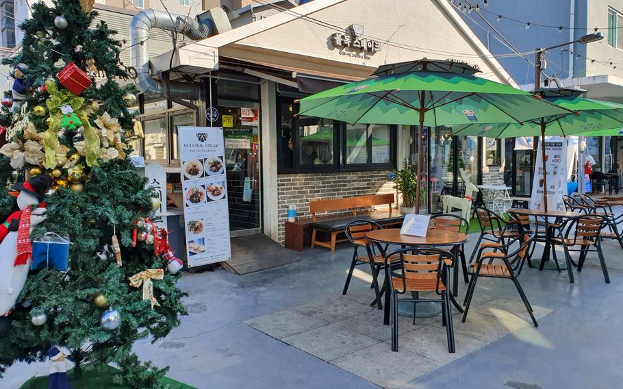 Bulldog Steak in Pyeongtaek, South Korea, offers both indoor and outdoor seating.