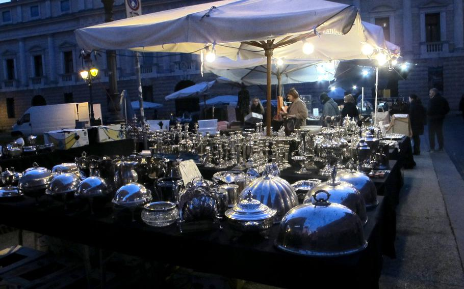 Vicenza has its share of Christmas markets - both before and after Christmas - that sell clothes, furs and antique silver.