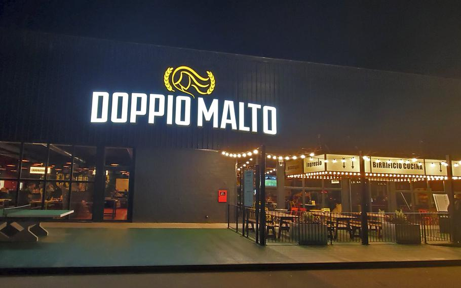 Doppio Malto recently opened at Granfiume Gran Shopping mall in Fiume Veneto, Italy. The restaurant and brewery serves great food and award-winning craft beers.