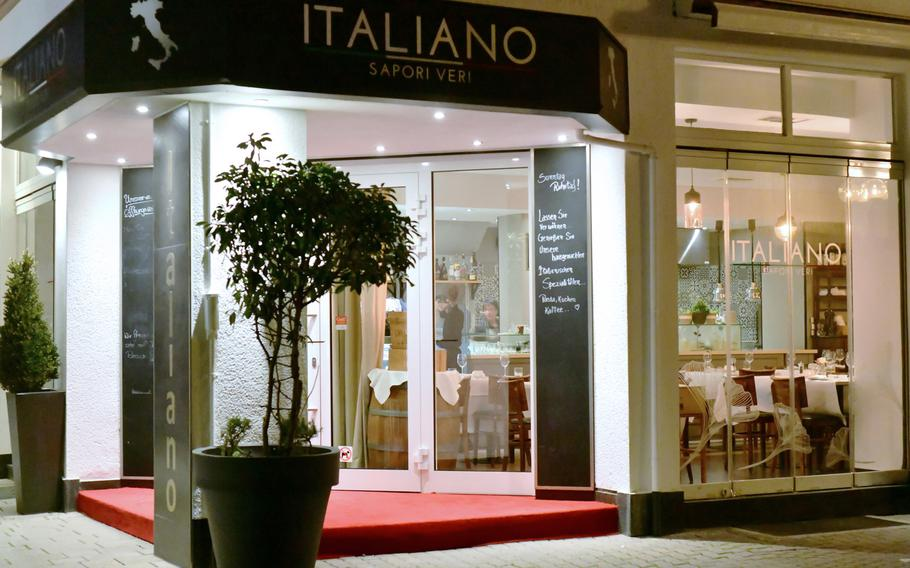 The Italiano Sapori Veri restaurant on Eisenbahnstrasse in Kaiserslautern, Germany offers homemade Italian specialties and a warm welcome, even when it's almost closing time.