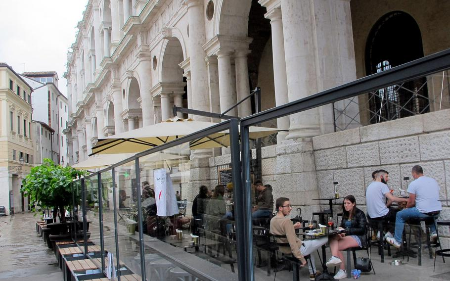 Cantino del Tormento, a wine and tapas bar, is located on the backside of the Basilica Palladiana in the Piazza delle Erbe in downtown Vicenza.