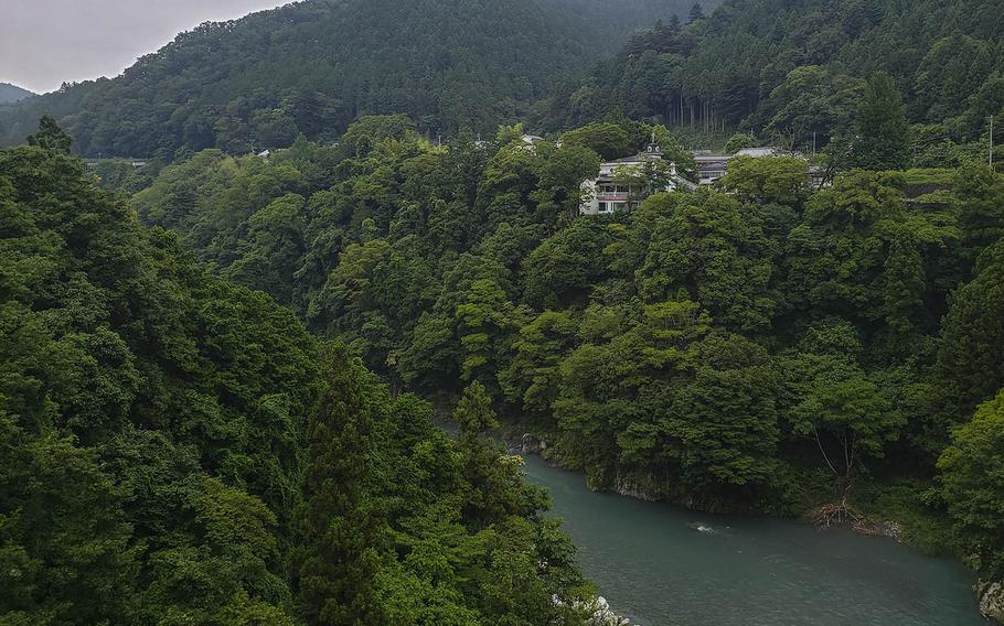Rose Town Tea Garden boasts a gorgeous view of the Tama River in Ome, Japan.