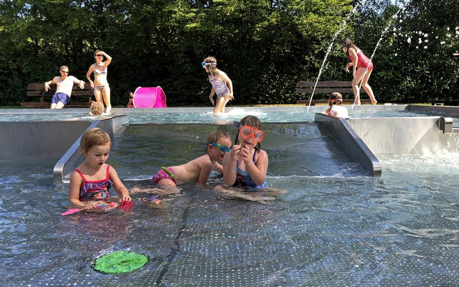For the small non-swimmers, there is a baby pool at the Trippstadt pool in Germany.