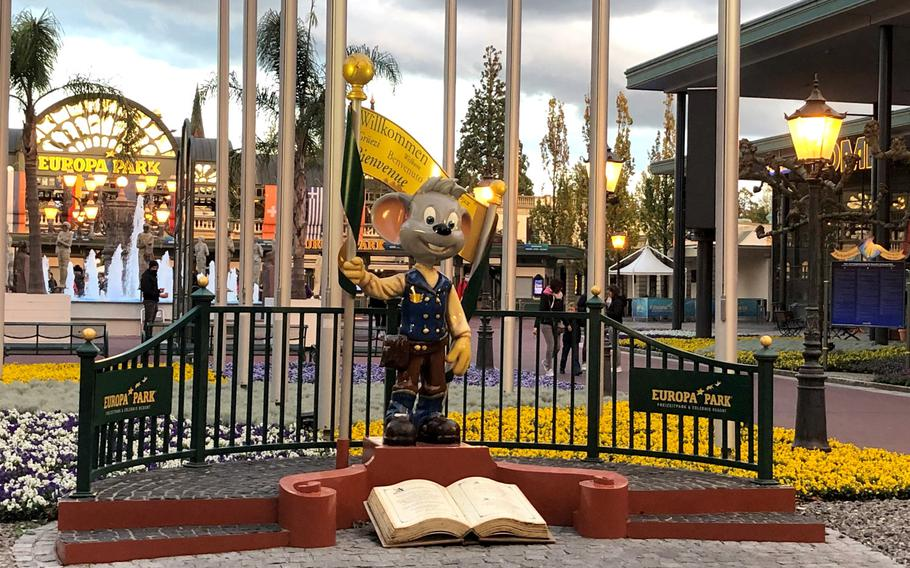 A statue of Europa Park's mascot Ed Euromaus stands at the entrance to the park.