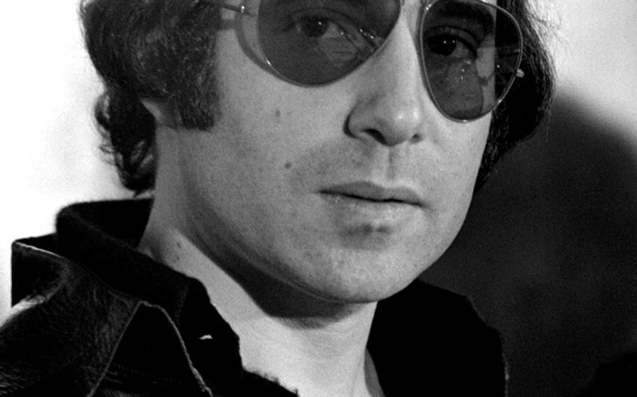 Paul Simon at a Tokyo press conference in 1974.