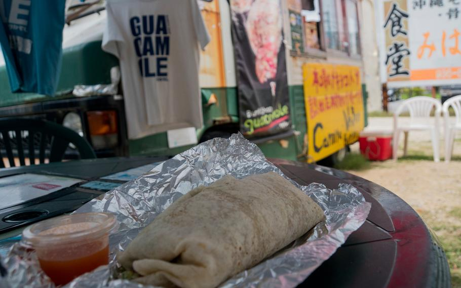 The truck offers burritos, burrito bowls and quesadillas with an assortment of fillings, including pork, ground meat, chicken, Mexican rice, lettuce, sour cream, pico de gallo and, of course, guacamole. Surprisingly, the list does not include beans.
