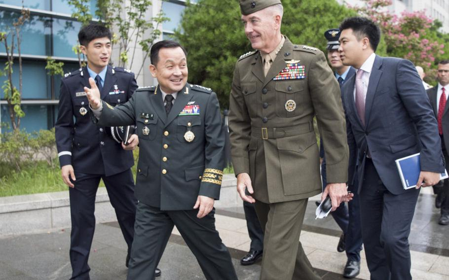 Marine Corps Gen. Joseph Dunford, chairman of the Joint Chiefs of Staff, meets with Republic of Korea Gen. Lee Sun-jin, chairman of the ROK Joint Chiefs of Staff in Seoul, South Korea, Aug. 14, 2017.