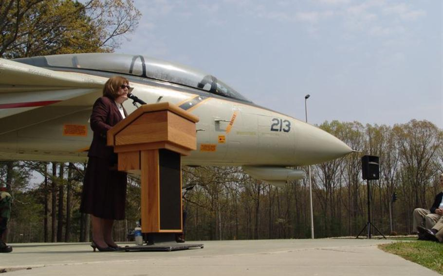Rosemary Mariner speaks at Arnold Air Force Base, Tenn., March 30, 2007, at an F-14 Tomcat dedication ceremony.
