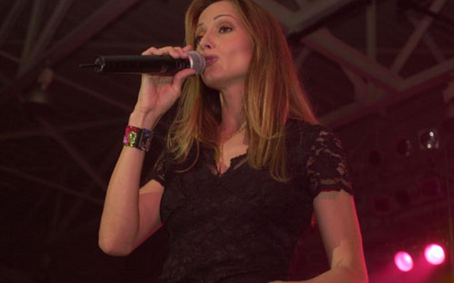 Country singer Chely Wright performed to a packed house at Yongsan Garrison's Collier Field House on Saturday.