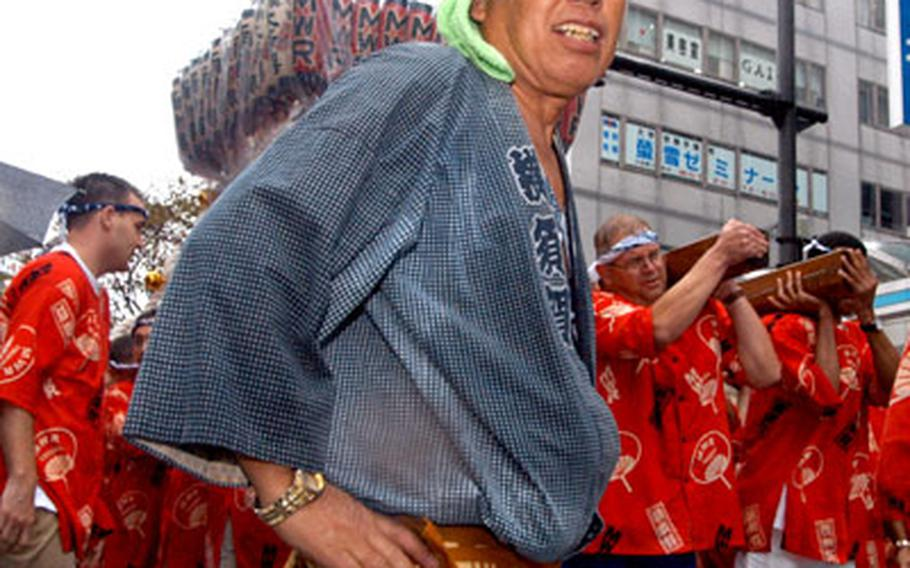 """Several coaches helped the American team carry the 440-pound Mikoshi by yelling """"Washoi! Washoi!"""" to keep everyone in step."""