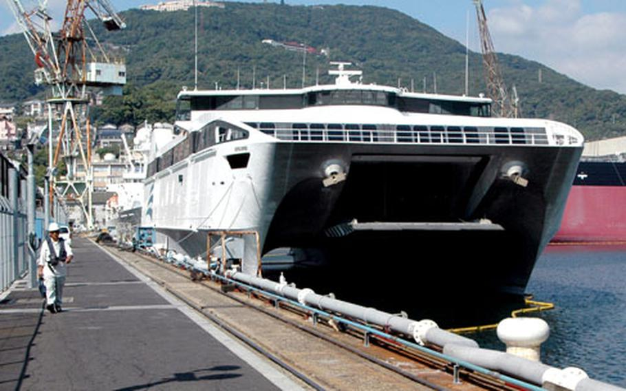 The WESTPAC Express, a catamaran-shaped high-speed vessel, stopped at Sasebo Naval Base on Friday because of rough seas caused by Typhoon Kirogi, expected to pass east of Tokyo.