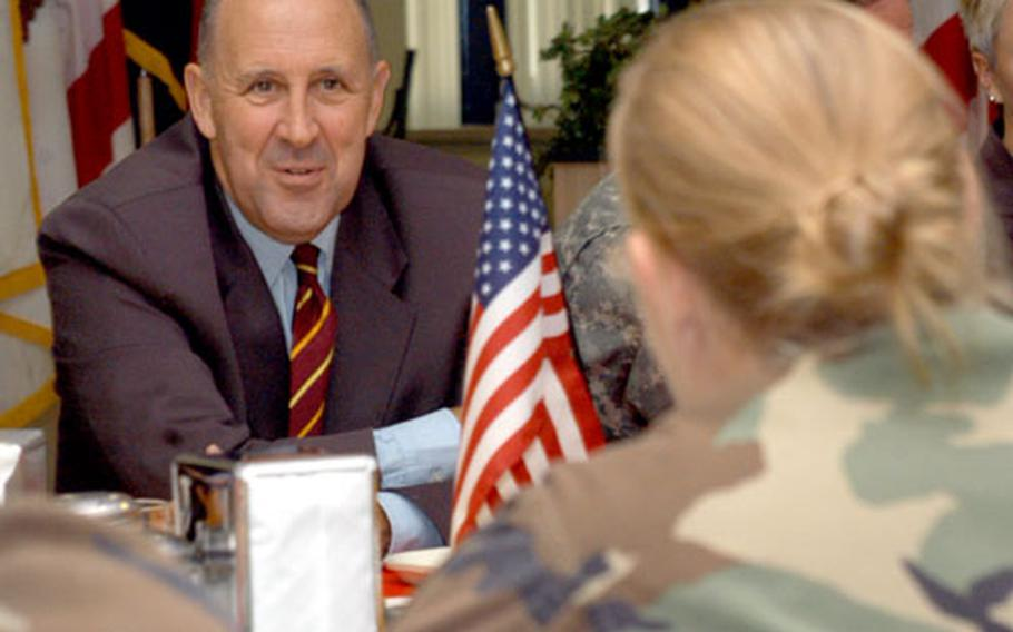 Gov. Jim Doyle chats with Army Pfc. Laura Dierich of Freedom, Wis.