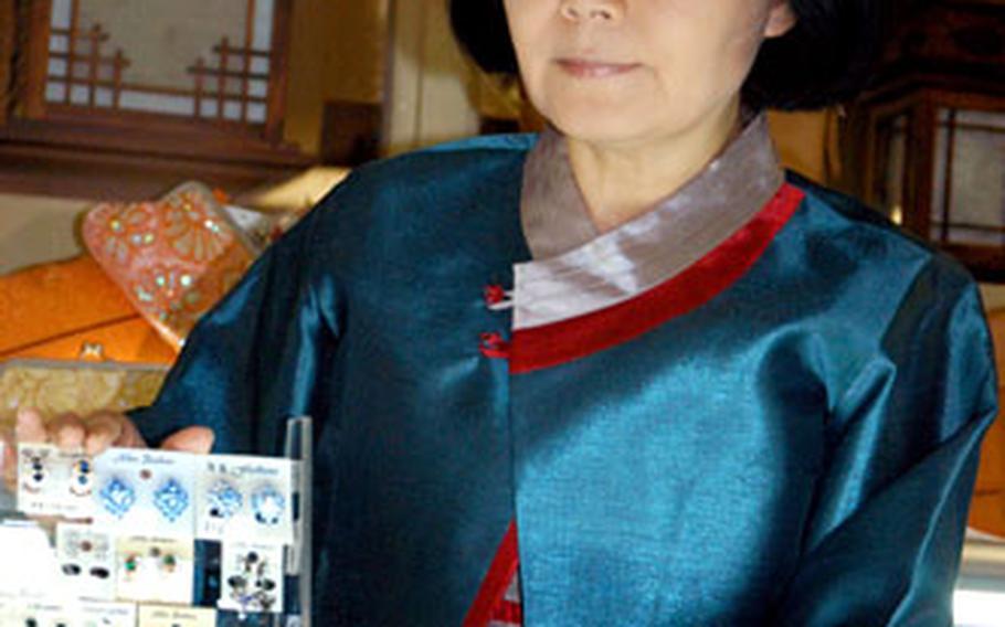Hanna Zitniak received the 2005 Emma Marie Baird Award for Outstanding Voluntary Service.