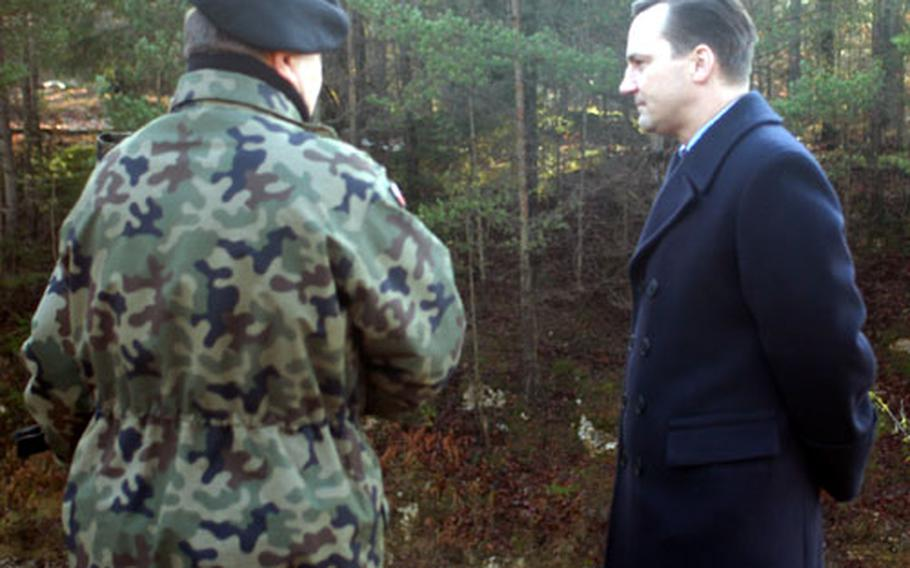 Polish Defense Minister Radoslaw Sikorski, right, observes his troops training at Hohenfels for their February deployment to Afghanistan.