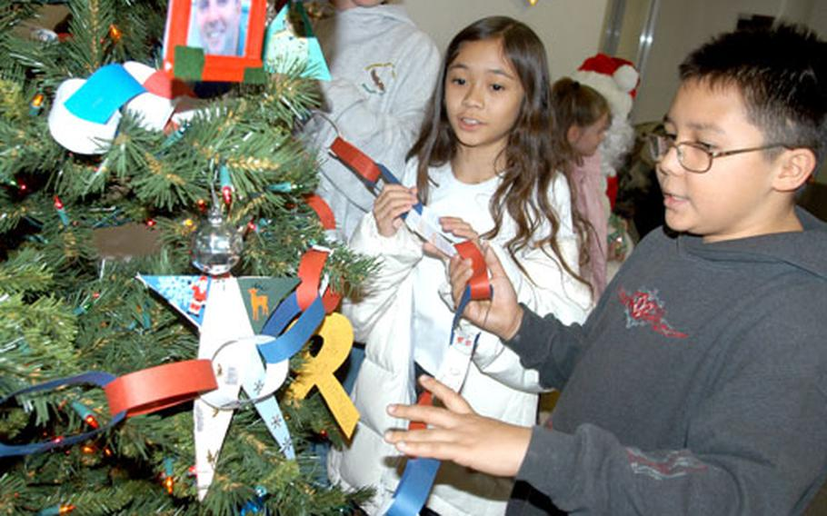 """Sollars Elementary School """"Lunch Bunch"""" students (from left) Jacquelin Steele, Ramona Huertas and Hayden Gaylor help decorate a tree."""