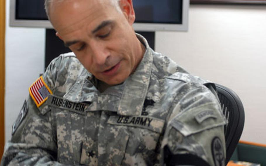 Brig. Gen. David Rubenstein demonstrates combat application of a tourniquet, which are being used more in Iraq than in previous wars to stop fatal blood loss, which Rubenstein said causes the most battlefield deaths.