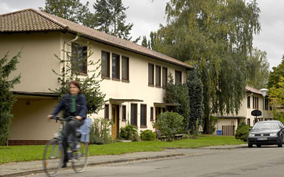 A housing area of 80 residences in downtown Kaiserslautern is scheduled to close in September 2009.