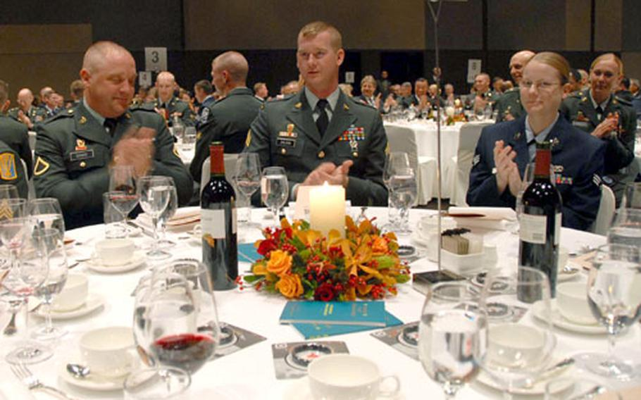 """Some of the 300 U.S. troops invited to the Korean-American Friendship Association's """"Thanksgiving and Year-end Party"""" applaud Tuesday evening after association chairman Dr. Wang Sang-eun speaks."""