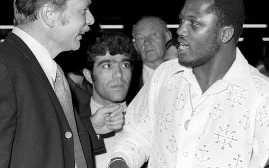 Joe Frazier talks with Stars and Stripes reporter Klint Johnson in Frankfurt in 1971.