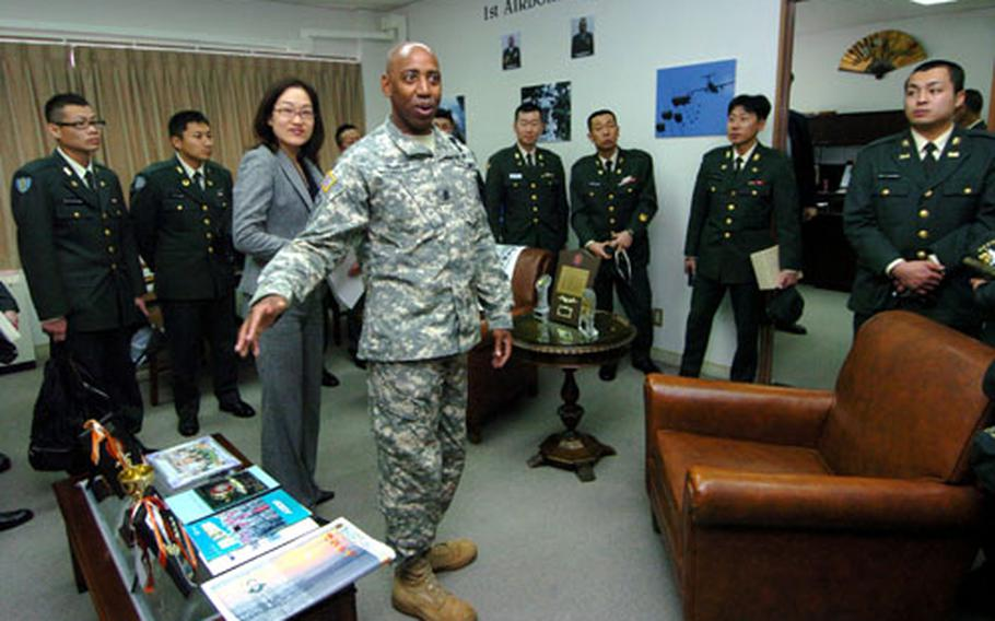 Camp Zama's Command Sgt. Maj. William Franklin talks to members of the Japan Ground Self-Defense Force Noncommissioned Officer Association.