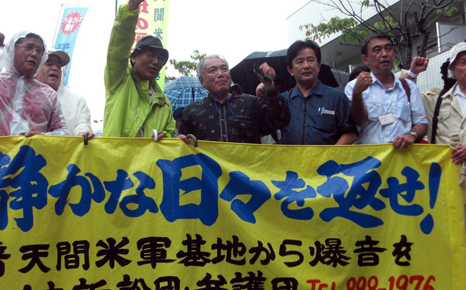 About 200 residents who live near Marine Corps Air Station Futenma in Ginowan, Okinawa, and their supporters rally in front of Fukuoka High Court in Naha on Thursday before the court delivered a ruling on an eight-year-old class-action suit over noise generated by the air base.