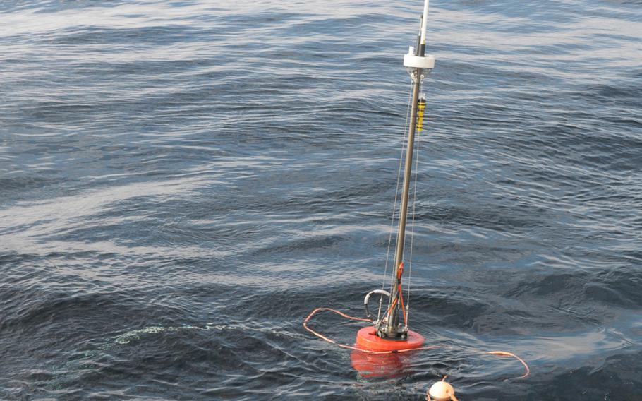 A sonar buoy launched by the NATO research ship NRV Alliance extends the reach of an autonomous underwater vehicle, collecting data through an underwater acoustic modem and relaying it to the ship by radio signal. The Alliance is testing the vehicles off the coast of Norway as part of the NATO exercise Dynamic Mongoose in May 2015.