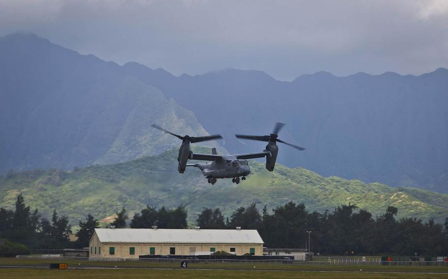 An MV-22 Osprey with the 1st Marine Aircraft Wing flies out of Marine Corps Base Hawaii to begin deployment to Australia, April 19, 2017.