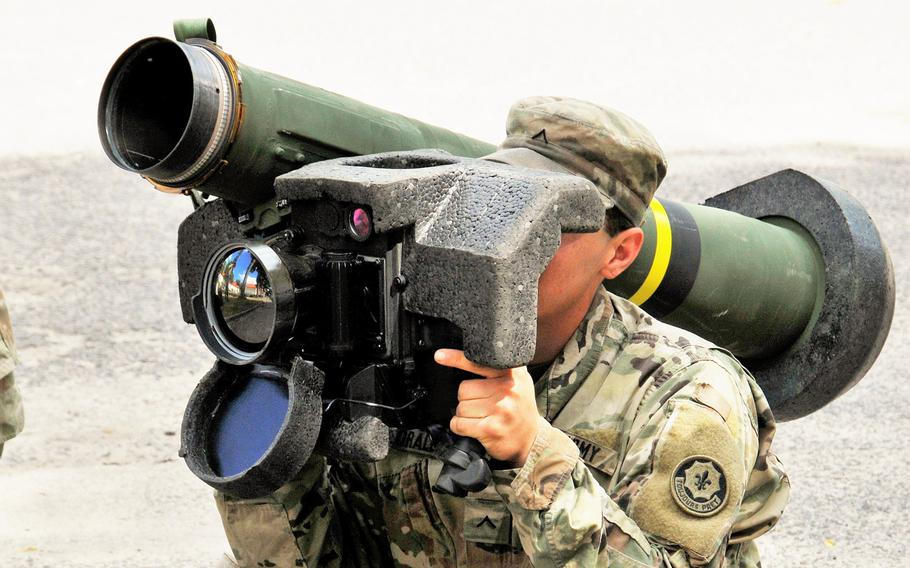 A U.S. soldier conducts Javelin Anti-tank Guided Missile training near the Bemowo Piskie Training Area during the Saber Strike exercise, June 17, 2017. The Pentagon reportedly wants to send lethal weaponry to Ukraine to aid government forces in the fight against Russian-backed separatists.