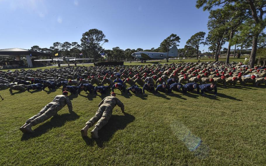 Hundreds of servicemembers perform memorial pushups in honor of the fallen following a combined medal ceremony at Hurlburt Field, Fla., Tuesday, Oct. 17, 2017.