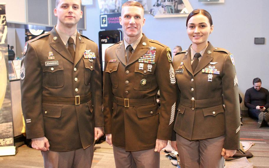 Sergeant Major of the Army Dan Dailey stands with soldier models wearing the proposed Pink & Green daily service uniform at the Army-Navy game in Philadelphia, Pa., December 9, 2017.The U.S. Army will soon make a final decision on whether to switch back to its classic World War II-era dress uniform.