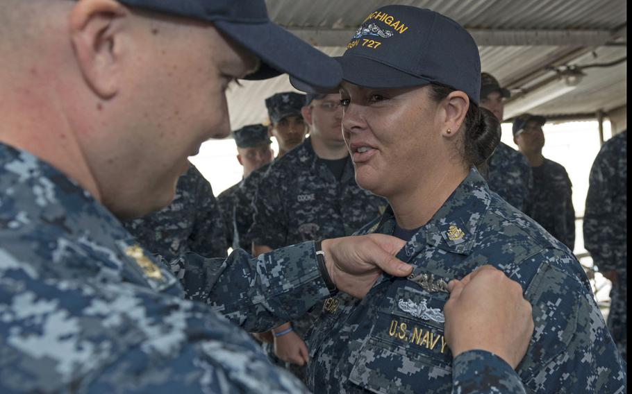 Chief Culinary Specialist Dominique Saavedra, assigned to the USS Michigan, is pinned with her enlisted submarine qualification at Puget Sound Naval Shipyard, Aug. 2, 2016. The Navy has extended the deadline for female enlisted sailors to convert to submarine force ratings.