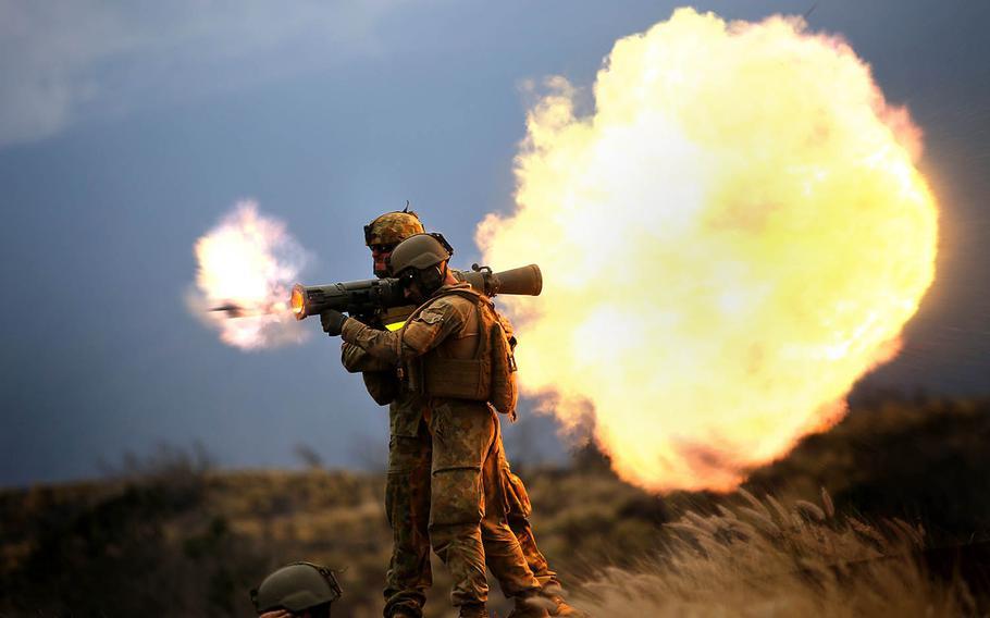 Australian soldiers fire an M3 Carl Gustaf rocket launcher at Pohakuloa Training Area, Hawaii, July 20, 2014.