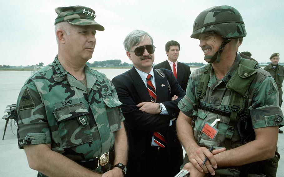 Gen. Crosbie E. Saint, left, former commander of U.S. Army Europe, talks with an Army journalist at the Amsterdam airport in 1991. Saint, 81, died on May 7, 2018.