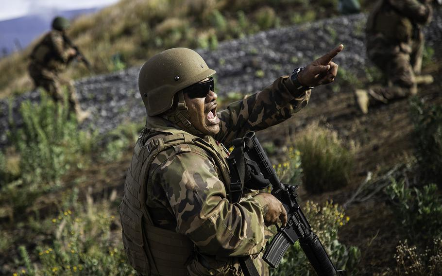 Tongan Marine Cpl. Lisiate Siale barks out orders during a fire-team assault at Pohakuloa Training Area, Hawaii, Friday, July 13, 2018.