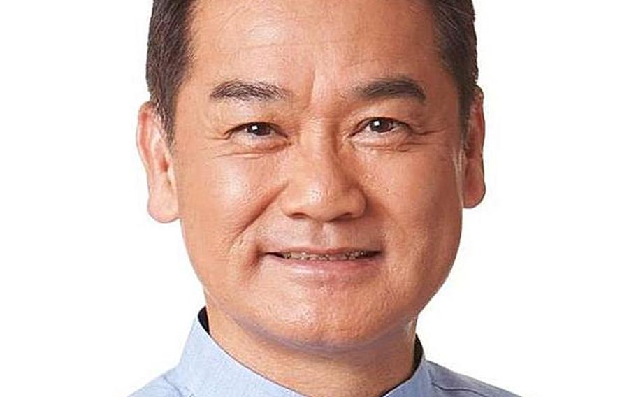 Okinawa gubernatorial candidate Atsushi Sakima.