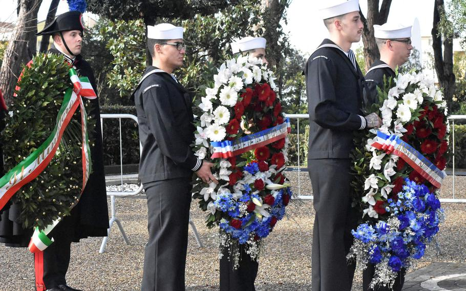 U.S. sailors and an Italian soldier bear three wreaths, which they will place at the Sicily-Rome American Cemetery's memorial on Jan. 22, 2019 to commemorate the 75th anniversary of the Allied landings at Anzio and Nettuno in World War II.