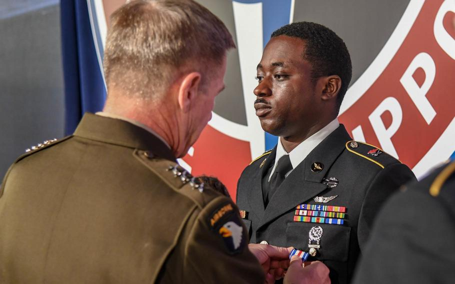 Gen. James McConville, Army vice chief of staff, presents the Silver Star to Sgt. Emmanuel Bynum during a ceremony at the Army Aviation Association of America Summit 2019 in Nashville, Tenn. on Tuesday, April 16, 2019.