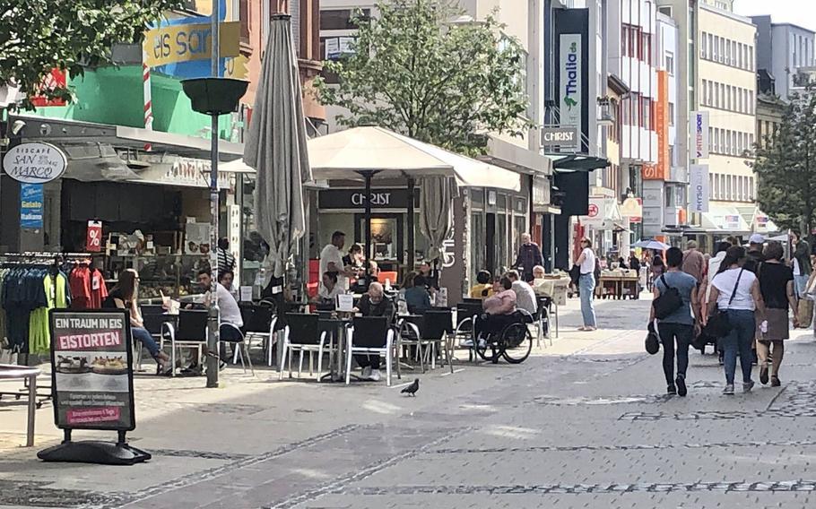 Crowds return to Marktstrasse in Kaiserslautern, Germany, in May 2020.