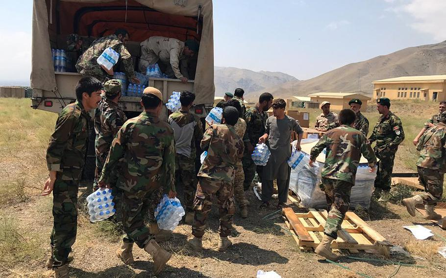 Afghan forces and NATO Resolute Support troops provided  food and water to the flash flood-impacted area of Charikar, Parwan Province. About 6,300 meals, 5,700 bottles of water and 500 hygiene packs were delivered.