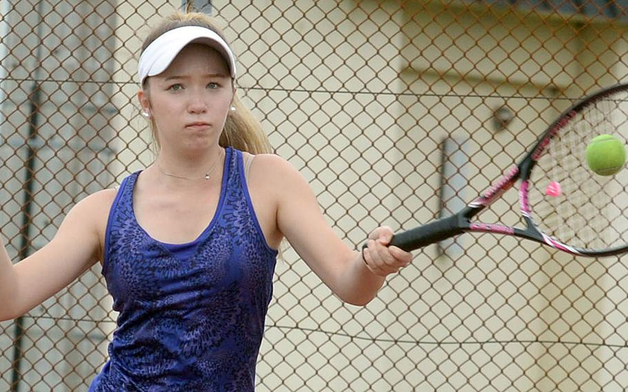 Reigning DODEA-Japan girls singles tennis champion Jenna Mahoney, a Robert D. Edgren sophomore, is hoping to advance past the quarterfinal round of this season's Far East tournament.