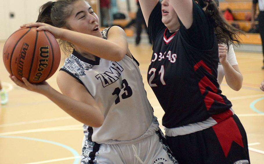 Zama's Claire Pruitt is cut off from the basket by E.J. King's Gabby Seybold.