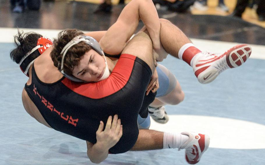 Osan's Toy Williams scores a four-point throw on Kinnick's Josiah Millare en route to a 19-16 semifinal win at 141 pounds.