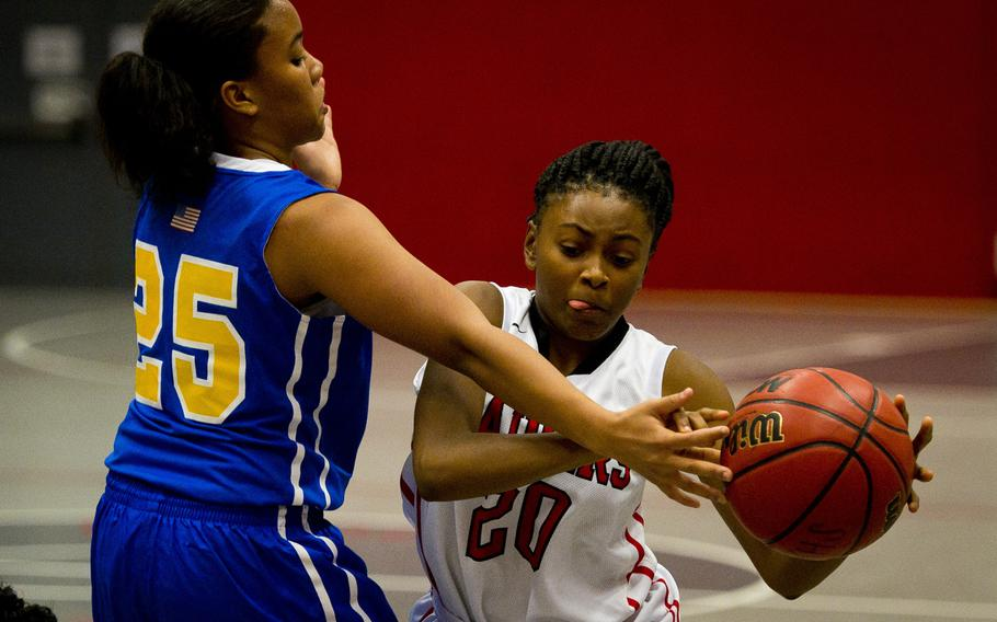 Kaiserslautern's Mikala Bell, right, tries to pass the ball past Wiesbaden's Savannah Benson-China during a game at Vogelweh, Germany, on Friday, Jan. 20, 2017. Kaiserslautern won 31-20.