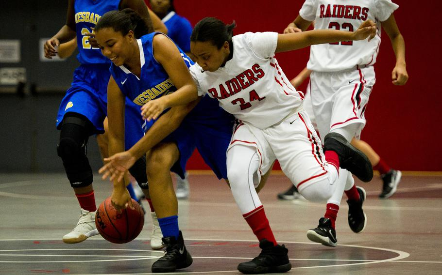 Wiesbaden's Savannah Benson-China, left, and Kaiserslautern's Kiara Lane race for the ball during a game at Vogelweh, Germany, on Friday, Jan. 20, 2017. Wiesbaden lost 31-20.