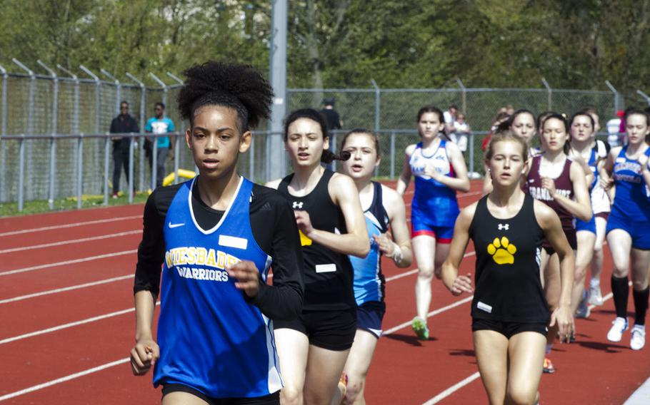 Wiesbaden's Catianna Binyard-Turner leads a group of runners during a 10-team meet in Wiesbaden, Germany, Saturday, April 14, 2018. Binyard-Turner won the 800-meters with a time of 2:33.90.