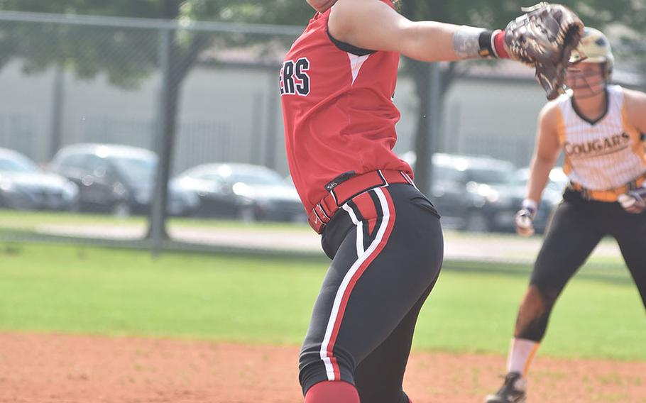 Kaiserslautern ace Ally Alamos winds up toward the plate in the Raiders' 24-3 victory over Vicenza on Friday, May 11, 2018.